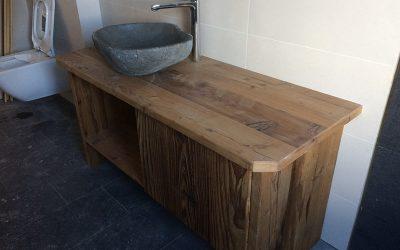 Kundenprojekt: Badmöbel aus Altholz