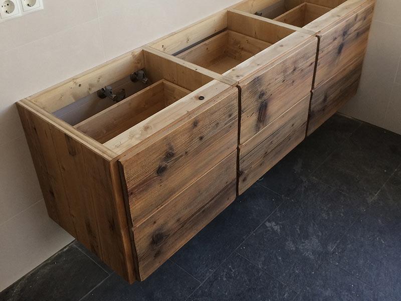 Badezimmermöbel altholz  Kundenprojekt: Badmöbel aus Altholz | Wohnladen & Schreinerei Geiger